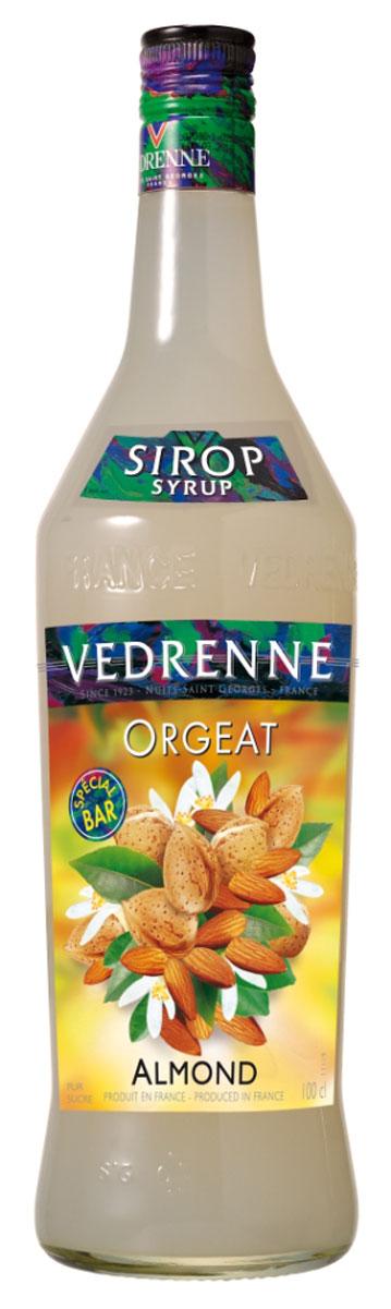 Vedrenne Миндаль сироп, 1 л0120710Сироп Миндаль - это великолепный сладкий напиток и достойное дополнение к кофе!Сиропы изготавливаются на основе натурального растительного сырья, фруктовых и ягодных соков прямого отжима, цитрусовых настоев, а также с использованием очищенной воды без вредных примесей, что позволяет выдержать все ценные и полезные свойства натуральных фруктово-ягодных плодов и трав. В состав сиропов входит только натуральный сахар, произведенный по традиционной технологии из сахарозы. Благодаря высокому содержанию концентрированного фруктового сока, сиропы Vedrenne обладают изысканным ароматом и натуральным вкусом, являются эффективным подсластителем при незначительной калорийности. Они оптимизируют уровень влажности и процесс кристаллизации десертов, хорошо смешиваются с другими ингредиентами и способствуют улучшению вкусовых качеств напитков и десертов.Сиропы Vedrenne разливаются в стеклянные бутылки с яркими этикетками, на которых изображен фрукт, ягода или другой ингредиент, определяющий вкусовые оттенки того или иного продукта Vedrenne. Емкости с сиропами Vedrenne герметичны, поэтому не позволяют содержимому контактировать с микроорганизмами и другими губительными внешними воздействиями. Кроме того, стеклянные бутылки выглядят оригинально и стильно.В настоящее время компания Vedrenne считается одним из лучших производителей высококлассных сиропов, отличающихся натуральным вкусом, а также насыщенным ароматом и глубокимцветом. Фруктовые сиропы Vedrenne пользуются большой популярностью не только во Франции (где их широко используют как в сегменте HoReCa, так и в домашних условиях), но и экспортируются более чем в 50 стран мира.Цвет: соломенныйАромат: звучит теплыми, пряными нотами лесного орехаВкус: округлый, мягкий, сладкий, с нотами фундука в мёдеРецепт коктейля ЭдельвейсИнгредиенты:30 мл сиропа Vedrenne Миндаль;20 г облепихового варенья;30 г пюре ежевики;1 г перца чили;1 палочка корицы;100 мл воды;3 ежевики;3 гвоздики.Способ приготовления:Размя