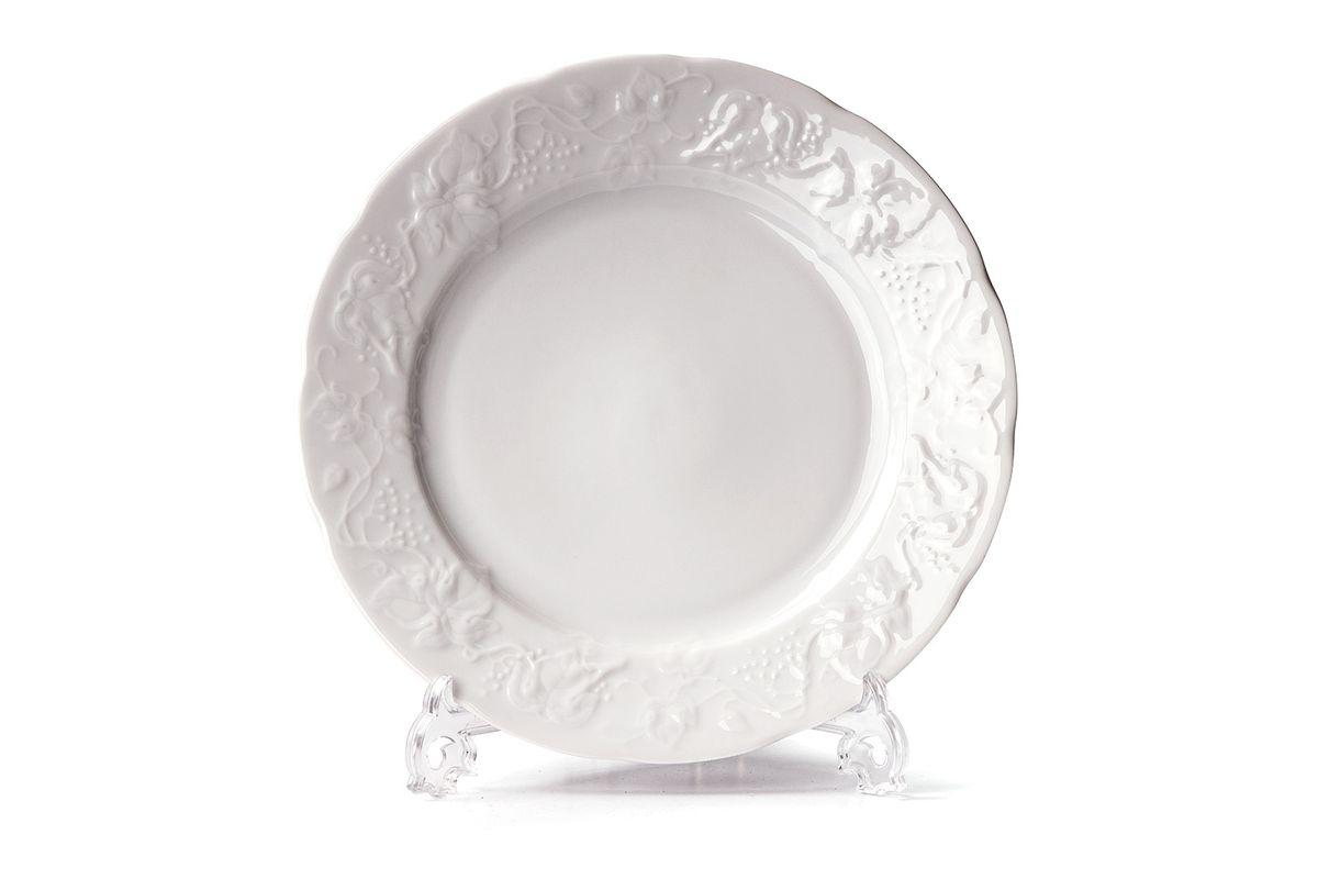 Тарелка десертная La Rose des Sables Vendange, диаметр 16 см54 009312Тарелка La Rose des Sables Vendange, изготовленная из высококачественного фарфора, имеет классическую круглую форму. Она прекрасно впишется в интерьер вашей кухни и станет достойным дополнением к кухонному инвентарю. Тарелка La Rose des Sables Vendange подчеркнет прекрасный вкус хозяйки и станет отличным подарком.Диаметр тарелки (по верхнему краю): 16 см.