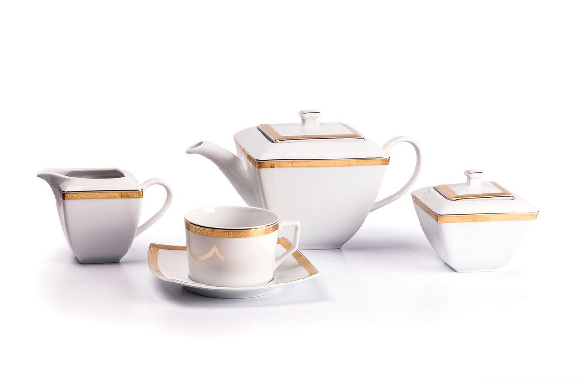 Kyoto 1555 Чайный сервиз 15 пр. золото , цвет: белый с золотомVT-1520(SR)Чайник 1 л, сахарница 250мл, молочник 280мл, чайная пара 220 мл *6 штук . Фарфор фабрики Tunisie Porcelaine, производится в Тунисе из знаменитой своим качеством и белизной глины, добываемой во французской провинции Лимож.Преимущества этого фарфора заключаются в устойчивости к сколам и трещинам, что возможно благодаря двойному термическому обжигу. Европейский дизайн, декор и формы обеспечиваются за счет тесного сотрудничества фабрики с ведущими мировыми дизайн-бюро такими как: Nelly Reynal, Yves De la Rosiere, Sarah Anderson, Heracles. Материал: фарфор: цвет: белый с золотомСерия: KYOTO