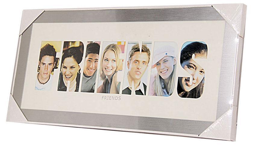 Фоторамка РАТАFriends, цвет: серебристый, на 7 фотоБрелок для ключейФоторамка РАТА отлично дополнит интерьер помещения и поможет сохранить на память ваши любимые фотографии. Фоторамка представляет собой коллаж на 7 фотографий в виде надписи FRIENDS.Такая рамка позволит сохранить на память изображения дорогих вам людей и интересных событий вашей жизни, а также станет приятным подарком для каждого.