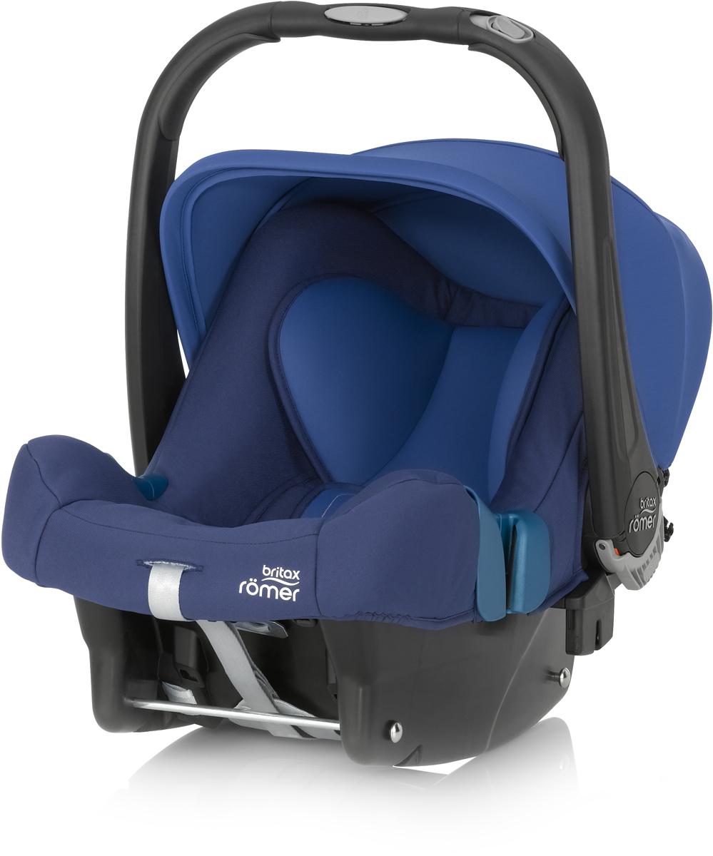 Romer Автокресло Baby-Safe Plus SHR II Ocean Blue до 13 кг2000023260Автокресло Romer Baby-Safe Plus SHR II группы 0+ предназначено для детей весом до 13 кг (от рождения до года). Мягкая, уютная обивка кресла из энергопоглощающих материалов, глубокие боковины, и дополнительная вставка для новорожденных создают уютное и безопасное место для ребенка с самого рождения. Пятиточечные ремни безопасности с централизованной системой натяжения и мягкими, энергопоглощающими плечевыми накладками, регулируются по высоте с помощью подголовника и надежно удерживают ребенка внутри автокресла. Встроенная система автоматического выравнивания действует при регулировке подголовника. Чем выше подголовник - тем просторней становится автокресло. Внутренние ремни безопасности также поднимаются автоматически, избавляя от ошибок самостоятельной регулировки. Travel System - система путешествий для активных родителей! Для приятной прогулки нужно поставить автокресло на раму коляски, обладающей механизмом CLICK & GO и мобильная коляска готова. Отсоединить автокресло от рамы можно одной рукой - для этого предусмотрена кнопка на ручке автокресла. Максимального комфорта в использовании и безопасности можно достичь, установив автокресло на ременную базу или на базу Isofix. Особенности:Пятиточечные ремни безопасности регулируются одной рукой.Подголовник регулируется вместе с ремнями безопасности по мере роста ребенка.Углубленная боковая защита с мягкими обеспечивает оптимальную боковую защиту.Солнцезащитный козырек для защиты нежной кожи ребенка.Многофункциональная ручка для переноски.Встроенные адаптеры CLICK & GO для создания системы путешествий.Съемный чехол не требует демонтажа внутренних ремней. Автокресло совместимо с колясками Britax и HARTAN. Мягкая обивка ручки для более удобной переноски кресла. Чехол для защиты от солнца и ветра с защитой от УФ-излучения 50+.