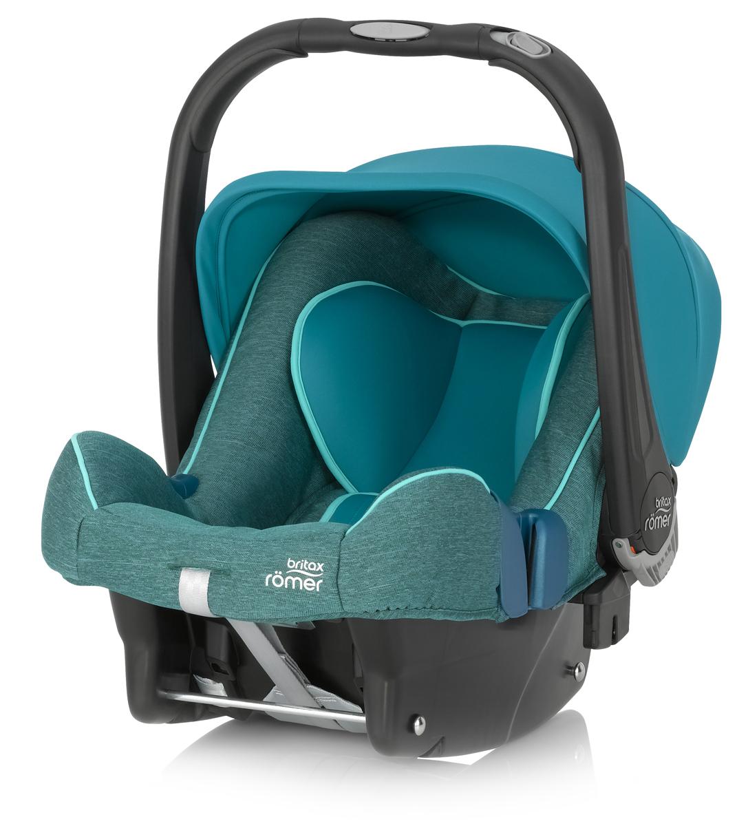 Romer Автокресло Baby-Safe Plus SHR II Green Marble до 13 кгVCA-00Автокресло Romer Baby-Safe Plus SHR II группы 0+ предназначено для детей весом до 13 кг (от рождения до года). Мягкая, уютная обивка кресла из энергопоглощающих материалов, глубокие боковины, и дополнительная вставка для новорожденных создают уютное и безопасное место для ребенка с самого рождения. Пятиточечные ремни безопасности с централизованной системой натяжения и мягкими, энергопоглощающими плечевыми накладками, регулируются по высоте с помощью подголовника и надежно удерживают ребенка внутри автокресла. Встроенная система автоматического выравнивания действует при регулировке подголовника. Чем выше подголовник - тем просторней становится автокресло. Внутренние ремни безопасности также поднимаются автоматически, избавляя от ошибок самостоятельной регулировки. Travel System - система путешествий для активных родителей! Для приятной прогулки нужно поставить автокресло на раму коляски, обладающей механизмом CLICK & GO и мобильная коляска готова. Отсоединить автокресло от рамы можно одной рукой - для этого предусмотрена кнопка на ручке автокресла. Максимального комфорта в использовании и безопасности можно достичь, установив автокресло на ременную базу или на базу Isofix. Особенности:Пятиточечные ремни безопасности регулируются одной рукой.Подголовник регулируется вместе с ремнями безопасности по мере роста ребенка.Углубленная боковая защита с мягкими обеспечивает оптимальную боковую защиту.Солнцезащитный козырек для защиты нежной кожи ребенка.Многофункциональная ручка для переноски.Встроенные адаптеры CLICK & GO для создания системы путешествий.Съемный чехол не требует демонтажа внутренних ремней. Автокресло совместимо с колясками Britax и HARTAN. Мягкая обивка ручки для более удобной переноски кресла. Чехол для защиты от солнца и ветра с защитой от УФ-излучения 50+.