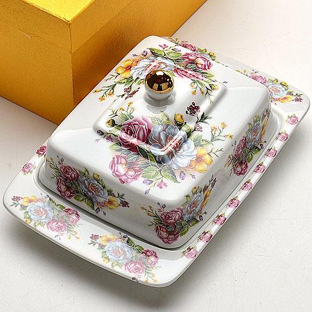 Масленка Mayer & Boch Розы, 20 х 12,5 х 11 см115510Масленка Mayer & Boch Розы, выполненная из высококачественной керамики, предназначена для красивой сервировки и хранения масла. Она состоит из блюда и крышки. Масло в ней долго остается свежим, а при хранении в холодильнике не впитывает посторонние запахи.Масленка Mayer & Boch Розы идеально подойдет для сервировки стола и станет отличным подарком к любому празднику.Можно использовать в микроволновой печи и мыть в посудомоечной машине. Размер блюда: 20 х 12,5 см.Размер крышки: 14 х 11 см.