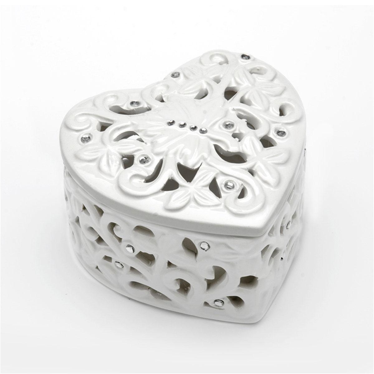 Шкатулка декоративная Loraine Сердце, 11 х 10,5 х 6,5 смSO02600Шкатулка декоративная Loraine Сердце, украшенная оригинальным ажурным узором и стразами, удачно украсит ваш интерьер. Изделие выполнено из доломита. Стильная форма и интересное исполнение идеально впишутся в любой стиль интерьера, а универсальный цвет подойдет к любой мебели.Такая шкатулка может использоваться для хранения бижутерии, а также послужит хорошим подарком для человека, ценящего практичные и оригинальные вещицы.Размер шкатулки: 11 х 10,5 х 6,5 см.