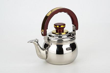 8881 Заварник металл.MB(1 л) (х24)VT-1520(SR)Заварочный чайник (1 л)Материал: нержавеющая сталь, пластикРазмер упаковки:15х12,5х13смОбъем: 1 лВес: 394 гЧайник Mayer & Boch изготовлен из высококачественной нержавеющей стали с глянцевой полировкой.Крышка чайника оснащена насадкой-свистком, что позволит вам контролировать процесс заваривания. Также чайник имеет пластиковую ручку, что обеспечивает дополнительную защиу от ожогов. Внутри имеется сетчатый фильтр, который всегда обеспечит вас читым чаем. Заваривая напитки в чайниках из нержавеющей стали, вы всегда получите свежий и ароматный напиток, т.к. эти чайники не впитывают запахи и не окисляются.