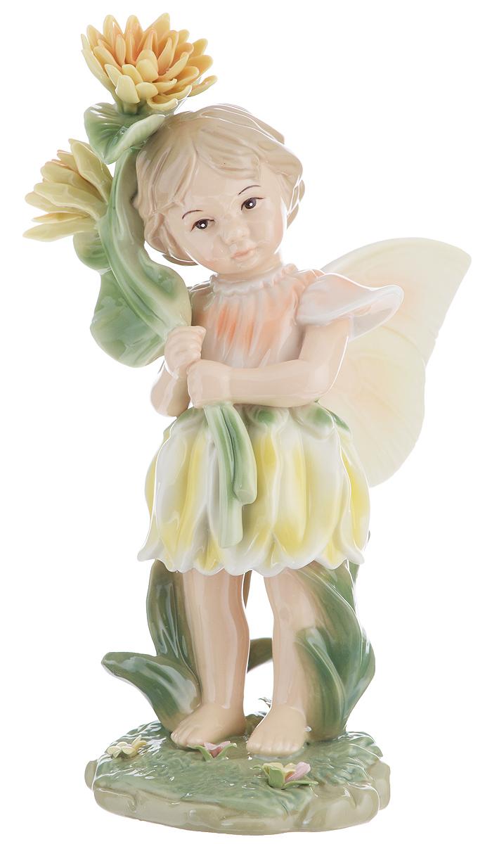 Статуэтка Navel Девочка-фея, высота 21,5 смTHN132NОчаровательная статуэтка Navel Девочка-фея станет оригинальным подарком для всех любителей стильных вещей. Она изготовлена из фарфора, в виде девочки с крыльями и цветком. Изысканный сувенир станет прекрасным дополнением к интерьеру. Вы можете поставить статуэтку в любом месте, где она будет удачно смотреться, и радовать глаз.Размер статуэтки: 9 см х 14 см х 21,5 см.