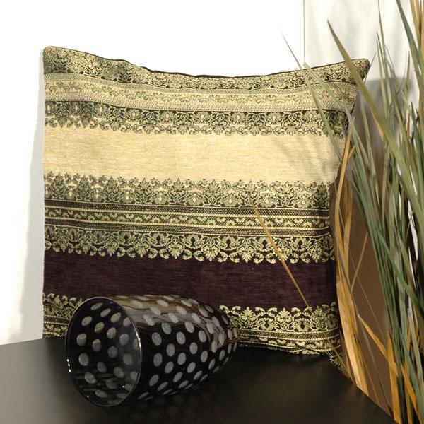 Наволочка Schaefer, цвет: черный, бежевый, 43 см х 43 см. 05591-518531-105Наволочка Schaefer, выполненная из смесовой ткани (33% акрил, 32% вискоза, 29% полиэстер, 6% хлопок), предназначена для декоративных подушек. За текстилем из искусственных волокон очень легко ухаживать: он легко стирается, не мнется, не садится и быстро сохнет, более долговечен, чем текстиль из натуральных волокон.Изделие декорировано изысканным орнаментом. Застегивается на молнию. Подушка с такой наволочкой добавит в ваш дом стиля, уюта и неповторимости.