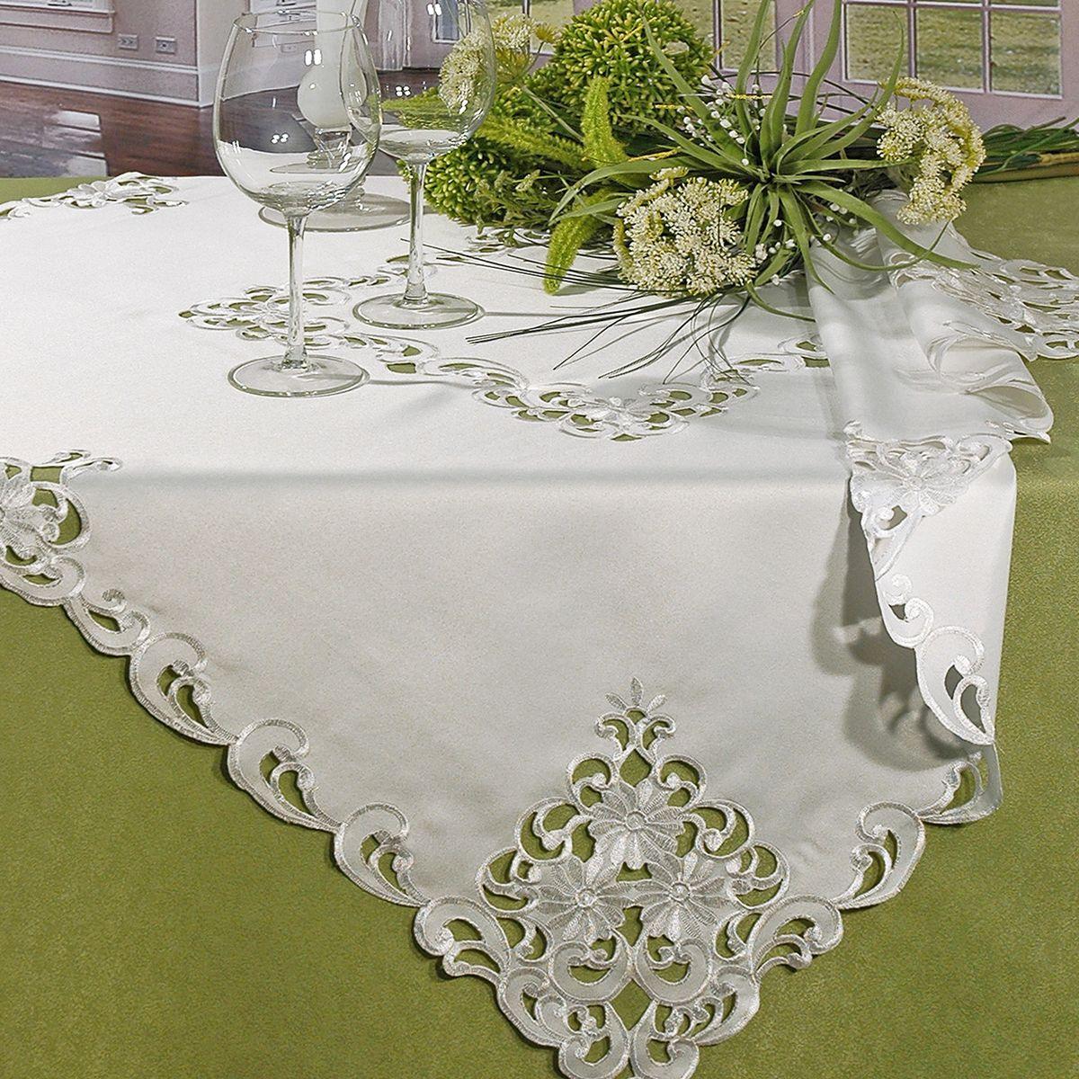 Скатерть Schaefer, квадратная, цвет: белый, 100 см х 100 см. 07195-102VT-1520(SR)Квадратная скатерть Schaefer, выполненная из полиэстера, станет изысканным украшением стола. Изделие декорировано изящной перфорацией по краю. За текстилем из полиэстера очень легко ухаживать: он не мнется, не садится и быстро сохнет, легко стирается, более долговечен, чем текстиль из натуральных волокон.Изделие прекрасно послужит для ежедневного использования на кухне или в столовой, а также подойдет для торжественных случаев и семейных праздников. Стильный дизайн и качество исполнения сделают такую скатерть отличным приобретением для дома. Это текстильное изделие станет элегантным украшением интерьера!