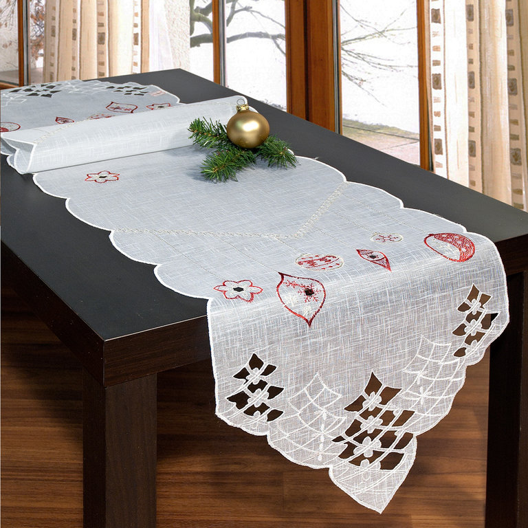 Дорожка для декорирования стола Schaefer, цвет: белый, красный, золотистый, 35 х 140 см 07396-230CLP446Дорожка Schaefer, выполненная из полиэстера, станет изысканным украшением интерьера в преддверии Нового года. Изделие декорировано красиво обработанным краем с перфорацией в виде елочек и вышивкой в виде елочных игрушек. Такую дорожку можно использовать для украшения комодов, тумб и столов. За текстилем из полиэстера очень легко ухаживать: он легко стирается, не мнется, не садится и быстро сохнет, более долговечен, чем текстиль из натуральных волокон.Такая дорожка изящно дополнит интерьер вашего дома.