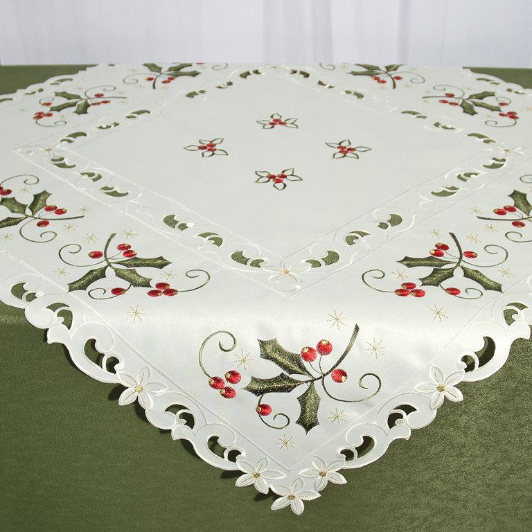 Скатерть Schaefer, квадратная, цвет: молочный, зеленый, красный, 85 x 85 см 07660-10010503Квадратная скатерть Schaefer, выполненная из полиэстера, станет украшением любого стола. Изделие декорировано красивой вышивкой. За полиэстером очень легко ухаживать: он легко стирается, не мнется, не садится и быстро сохнет.Использование такой скатерти сделает застолье торжественным, поднимет настроение гостей и приятно удивит их вашим изысканным вкусом.