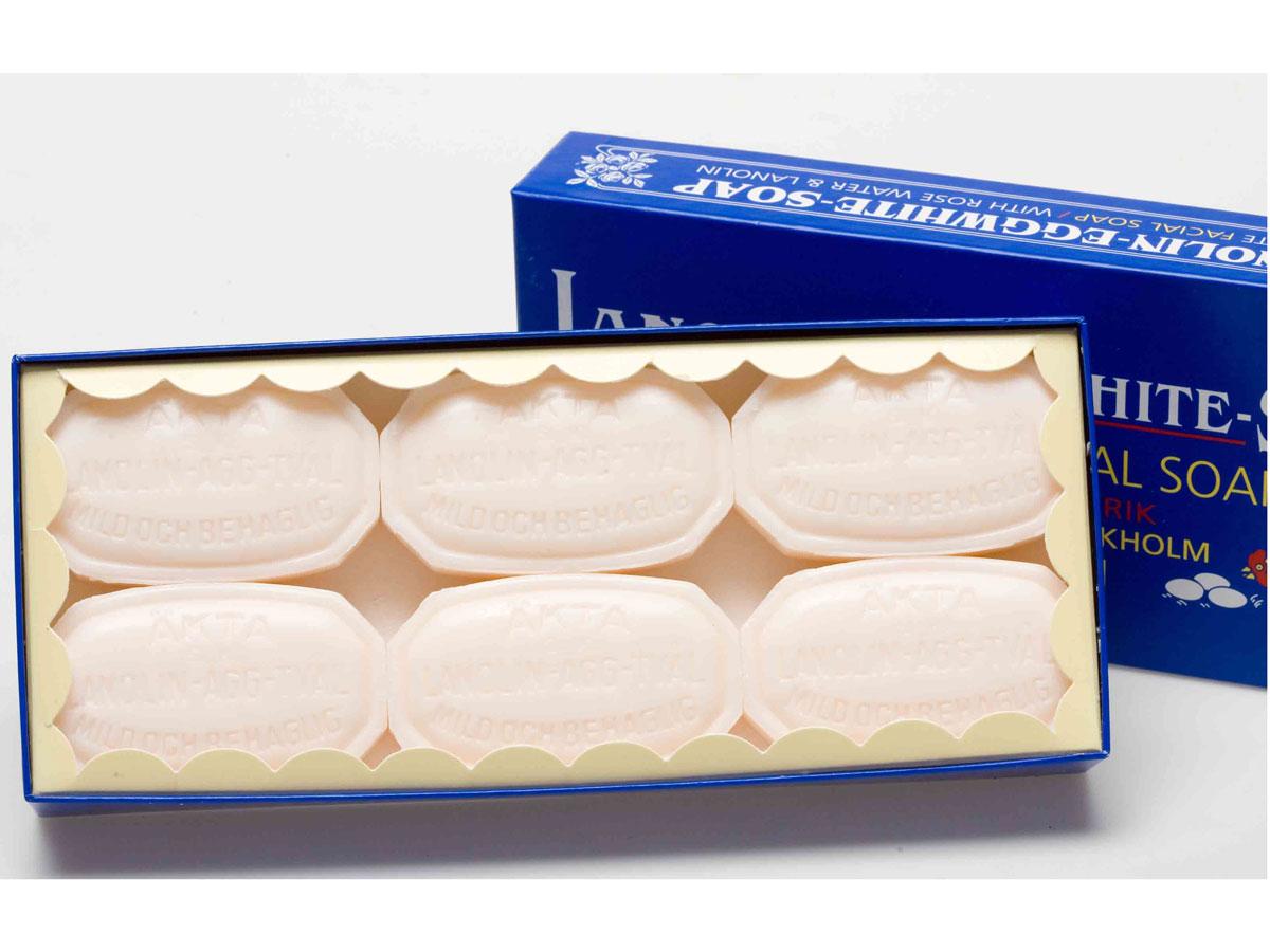 Victoria Soap Lanolin-Agg-Tval Мыло-маска для лица, 6х50 гFS-54114В Швеции мыло-маска Ланолин-Эгг-Твал используется для ухода за кожей из поколения в поколение. Изначально шведские женщины самостоятельно готовили его в домашних условиях из ланолина, розовой воды и яичных белков.Уникальное средство сочетает в себе функцию бережного очищения в виде ежедневного умывания и дополнительного ухода в качестве маски для лица. Подходит для всех типов кожи.Действие Мыло - Маски 6 в 1:1. Сужает поры2. Повышает упругость кожи3. Контролирует секрецию сальных желез4. Контролирует шелушение кожи5. Питает и увлажняет6. Улучшает цвет лица