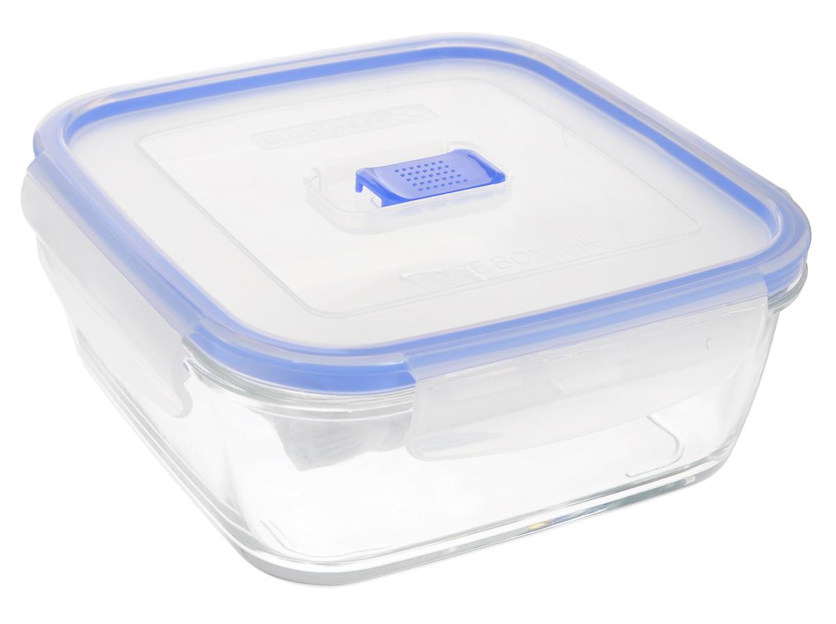 Контейнер Luminarc Pure Box Active, цвет: прозрачный, синий, 1,22 лVT-1520(SR)Квадратный контейнер Luminarc Pure Box Active изготовлен из жаропрочного закаленного стекла и предназначен для хранения любых пищевых продуктов. Благодаря особым технологиям изготовления, лотки в течении времени службы не меняют цвет и не пропитываются запахами. Пластиковая крышка с силиконовой вставкой герметично защелкивается специальным механизмом. Контейнер Luminarc Pure Box Active удобен для ежедневного использования в быту.Можно мыть в посудомоечной машине и использовать в СВЧ.Размер контейнера (с учетом крышки): 18 см х 18 см х 7,5 см.