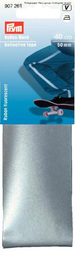 Лента светоотражающая Prym, самоклеящаяся, цвет: серебристый, 50 мм, 40 см. 770505419201Самоклеящаяся лента Prym может использоваться как в темное время суток, так и в сумерки. Она заметна даже во время тумана, что делает ее незаменимой для предотвращения ДТП.Чтобы зафиксировать ленту на ткани, нужно удалить защитный слой с нижней стороны ленты и крепко прижать к поверхности.Ширина ленты: 50 мм.Длина ленты: 40 см.Состав: 65% полиэстер, 35% хлопок.