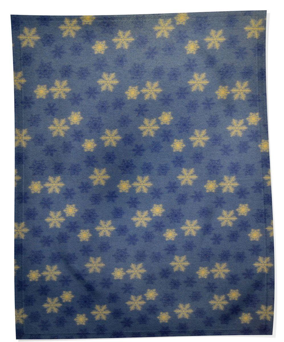 Плед флисовый Снежинки, синий, 150х200смES-412Мягкий и приятный на ощупь плед Снежинки согреет в прохладные вечера и сделает ваш дом праздничным и новогодним. Дизайн жизнерадостный, зимний, будет способствовать хорошему настроению! Наслаждайтесь комфортом и уютом с пледом Снежинки и пусть в вашем доме будет тепло!