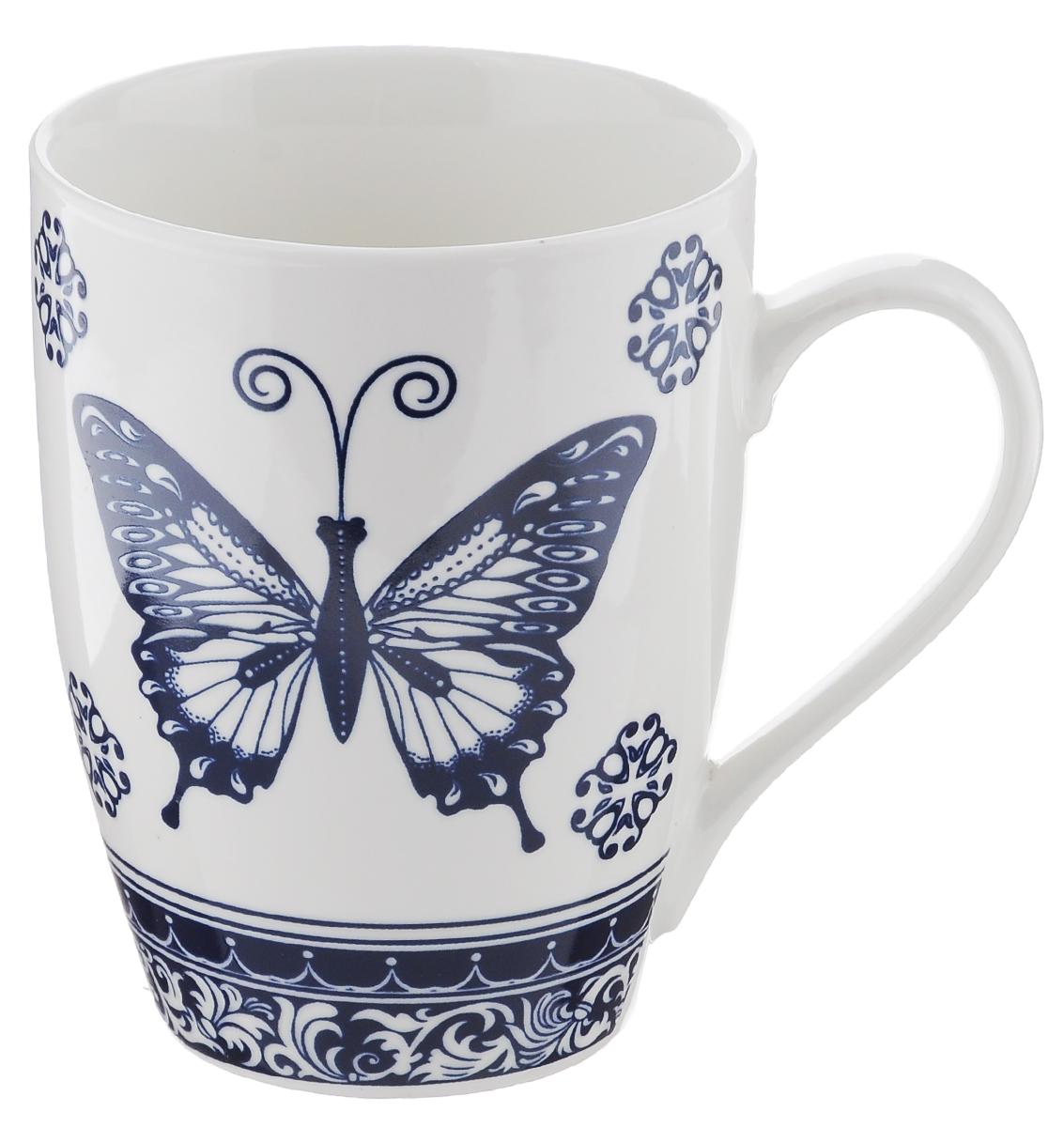 Кружка Miolla, цвет: белый, синий, 340 мл. 2010060U-1115510Оригинальная кружка Miolla, выполненная из фарфора, сочетает в себе изысканный дизайн с максимальной функциональностью. Кружка украшена оригинальным выразительным рисунком.Красочность оформления кружки придется по вкусу и ценителям классики, и тем, кто предпочитает утонченность и изысканность.Диаметр (по верхнему краю): 8 см. Высота: 11 см. Объем: 340 мл.