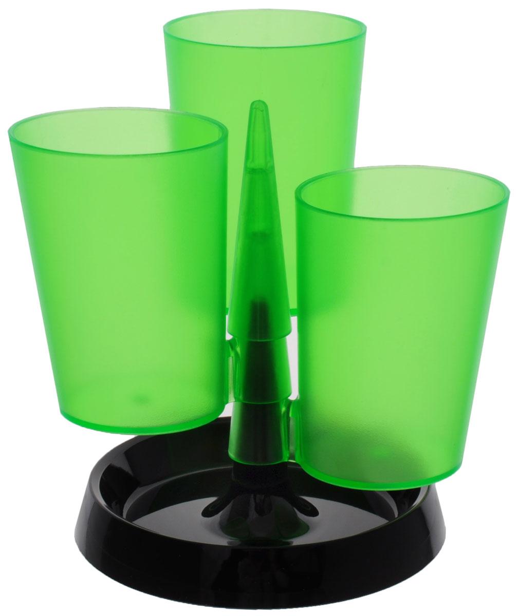 Centrum Подставка для канцелярских принадлежностей цвет зеленыйCS-MC400-106715Подставка для канцелярских принадлежностей Centrum - неотъемлемый атрибут рабочего стола дома или в офисе.Подставка изготовлена из высококачественного пластика и имеет 3 отделения в виде стаканов, которые собираются на подставку. Подставка выполнена из непрозрачного пластика и благодаря широкому дну обеспечивает необходимую устойчивость. Такая подставка станет практичным и функциональным элементом вашего рабочего стола, благодаря ей канцелярские принадлежности всегда будут под рукой.