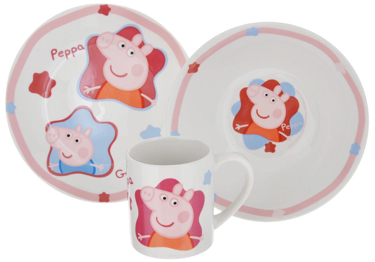Набор детской посуды Peppa Pig, 3 предмета72765Набор детской посуды Peppa Pig изготовлен из высококачественной керамики. В набор входит: тарелка, миска и кружка. Предметы набора оформлены красочным изображением забавных свиней. Яркие краски, используемые в детских дизайнах, абсолютно безопасны и несодержат вредных элементов для здоровья малыша. Этот набор будет долгое время радовать вашего ребенка!Диаметр кружки (по верхнему краю): 7 см. Высота кружки: 8,5 см. Объем кружки: 210 мл. Диаметр тарелки (по верхнему краю): 19 см. Высота тарелки: 2 см.Диаметр миски (по верхнему краю): 17,5 см. Высота миски: 6 см.