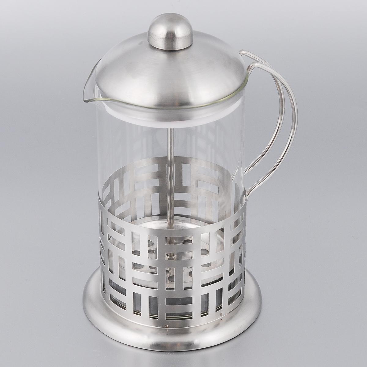 Френч-пресс Bohmann, 800 мл643BHLФренч-пресс Bohmann станет прекрасным выбором для повседневного использования, встречи гостей или небольших вечеринок. Колба, изготовленная их закаленного стекла, сохранит свежесть и аромат напитка. А конструкция френч-пресса встроенного в крышку, прекрасно отфильтрует чай и кофе от заварочной гущи.Удобная ручка обеспечит надежную фиксацию в руке. Утолщенный ободок колбы повышает прочность и продлевает срок службы изделия. Насыпьте чай или кофе в стеклянную колбу, добавьте горячей воды и закройте стакан пресс-фильтром. Подождите 3-5 минут, затем медленно опустите пресс-фильтр до упора. Приятного чаепития!Френч-пресс Bohmann позволит быстро и просто приготовить чай или свежий и ароматный кофе. Объем: 800 мл.Диаметр (по верхнему краю): 10 см. Высота стенки: 17 см.