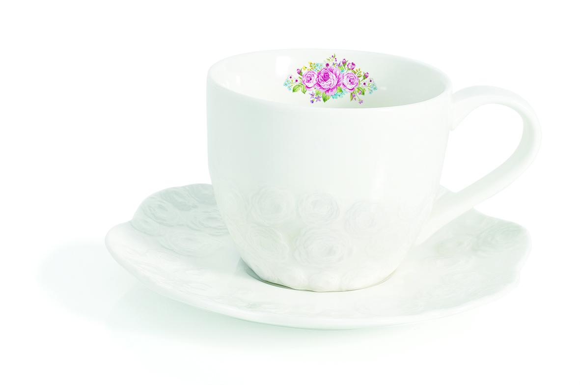 Чашка с блюдцем Easy Life Сад роз, 225 мл115510Чашка с блюдцем Easy Life Сад роз изготовлены из высококачественного фарфора, декорированы изображением роз и изящным рельефом. Изображение на чашке нанесено с внутренней стороны.Чашка с блюдцем прекрасно подойдут для вашей кухни и великолепно украсят стол.Изящный дизайн и красочность оформления кружки и блюдца придутся по вкусу и ценителям классики, и тем, кто предпочитает утонченность и изысканность. Объем кружки: 225 мл.Диаметр кружки (по верхнему краю): 9,5 см.Высота кружки: 7,5 см. Диаметр блюдца (по верхнему краю): 15,5 см.