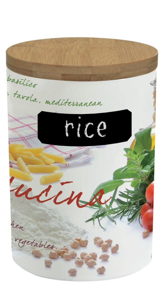 Банка для сыпучих продуктов Nuova R2S Кухня, с мелком для записи. 752CUCIFA-5125 WhiteБанка Nuova R2S Кухня, выполненная из высококачественного фарфора, оформлена изображением различных продуктов и кухонных принадлежностей. В ней будет удобно хранить разнообразные сыпучие продукты: муку, сахар, соль, макароны или крупы. Банка надежно закрывается деревянной крышкой с силиконовым уплотнителем. На корпусе банки имеется специальное черное поле для нанесения записей мелом (входит в комплект). Таким образом, вы сможете отмечать, что находится в банке,а с помощью специальной губки (входит в комплект),вы с легкостью сможете менять записи. Оригинальная банка Nuova R2S Кухня станет незаменимым помощником на кухне. Можно использовать в микроволновой печи и мыть в посудомоечной машине. Диаметр банки (по верхнему краю): 11,2 см.Высота банки (с учетом крышки): 17 см.Длина мелка: 7,2 см.