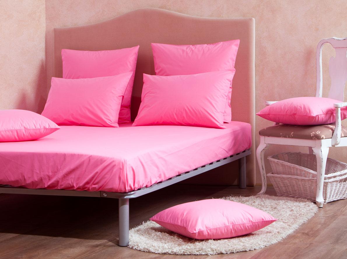 Комплект Mirarossi Gamma di Colori, 2-спальный: простыня, 2 наволочки 70х70, цвет: розовый391602Комплект постельного белья Mirarossi Gamma di Colori выполнен из ткани перкаль, произведенной из натурального 100% хлопка. Ткань приятная на ощупь, при этом она прочная, хорошо сохраняет форму и легко гладится. Комплект состоит из простыни на резинке и двух наволочек. Простыня прошита резинкой по всему периметру, что обеспечивает более комфортный отдых, так как она прочно удерживается на матрасе и избавляет от необходимости часто ее поправлять.Простыня подходит для матраса размером: 200 х 160 см. Размер простыни: 212 х 166 х 25 см. Плотность ткани: 135 гр/м2.