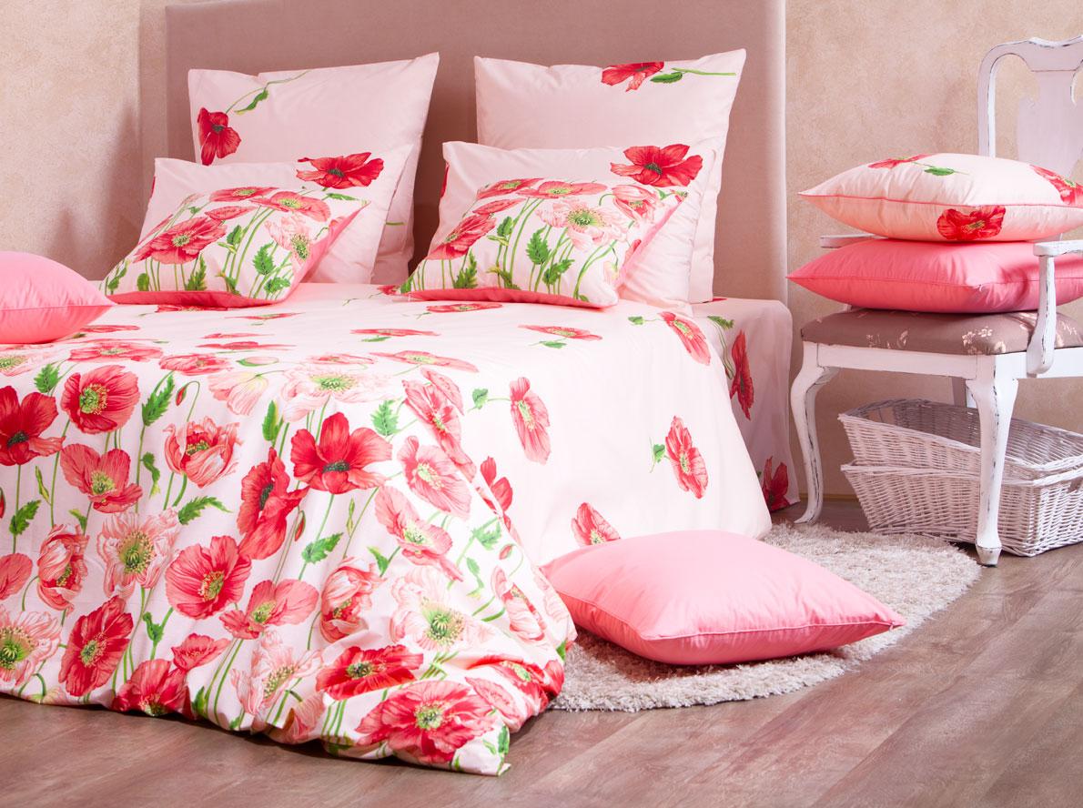 Комплект белья Mirarossi Carolina, 1,5-спальный, наволочки 70х70, цвет: розовый, красный, зеленыйFD 992Роскошный комплект постельного белья Mirarossi Carolina выполнен из ткани перкаль, натурального 100% хлопка. Ткань приятная на ощупь, при этом она прочная, хорошо сохраняет форму и не образует катышков на поверхности. Инновационная технология обработки ткани Easy Care позволяет белью дольше оставаться свежим. Органические активные вещества Easy Care на основе натуральных компонентов, эффективно препятствуют сминаемости и деформации ткани, что позволяет вам практически не тратить время на глажку постельного белья. Комплект состоит из пододеяльника, простыни и двух наволочек. Изделия оформлены цветочным принтом. Благодаря такому комплекту постельного белья вы создадите неповторимую атмосферу в вашей спальне. Плотность ткани: 135 гр/м2.