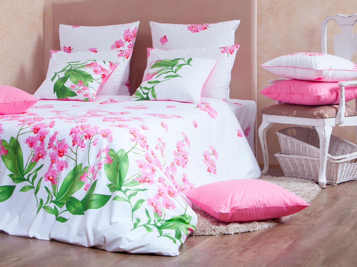 Комплект белья Mirarossi Beatrice, 2-спальный, наволочки 70х70, цвет: белый, розовый391602Роскошный комплект постельного белья Mirarossi Beatrice выполнен из ткани перкаль, натурального 100% хлопка. Ткань приятная на ощупь, при этом она прочная, хорошо сохраняет форму и не образует катышков на поверхности. Инновационная технология обработки ткани Easy Care позволяет белью дольше оставаться свежим. Органические активные вещества Easy Care на основе натуральных компонентов, эффективно препятствуют сминаемости и деформации ткани, что позволяет вам практически не тратить время на глажку постельного белья. Комплект состоит из пододеяльника, простыни и двух наволочек. Изделия оформлены цветочным принтом. Благодаря такому комплекту постельного белья вы создадите неповторимую атмосферу в вашей спальне. Плотность ткани: 135 гр/м2.