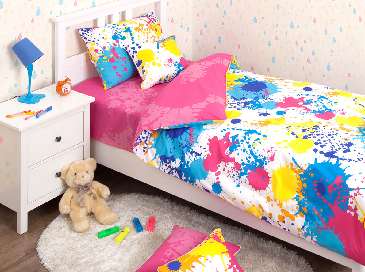 Хлопковый Край Комплект детского постельного белья Happy Pink 1,5-спальный наволочка 50 см х 70 см98299571Комплект детского постельного белья Хлопковый Край Happy Pink, состоящий из наволочки, простыни и пододеяльника, выполнен из ранфорса. Комплект постельного белья украшен изображением разноцветных пятен и брызг краски.Ранфорс - очень плотная ткань, получаемая в результате полотняного переплетения крученых нитей хлопка. Несмотря на повышенную плотность, этот материал отличается необыкновенной мягкостью и шелковистой фактурой. Высокая плотность материала обеспечивает его долговечность и способность выдерживать многочисленные стирки на протяжении многих лет. Белье при этом продолжает оставаться все таким же ярким и привлекательным, поскольку ранфорс не линяет, не скатывается и не садится.Такой комплект идеально подойдет для кроватки вашего малыша. На нем ребенок будет спать здоровым и крепким сном.