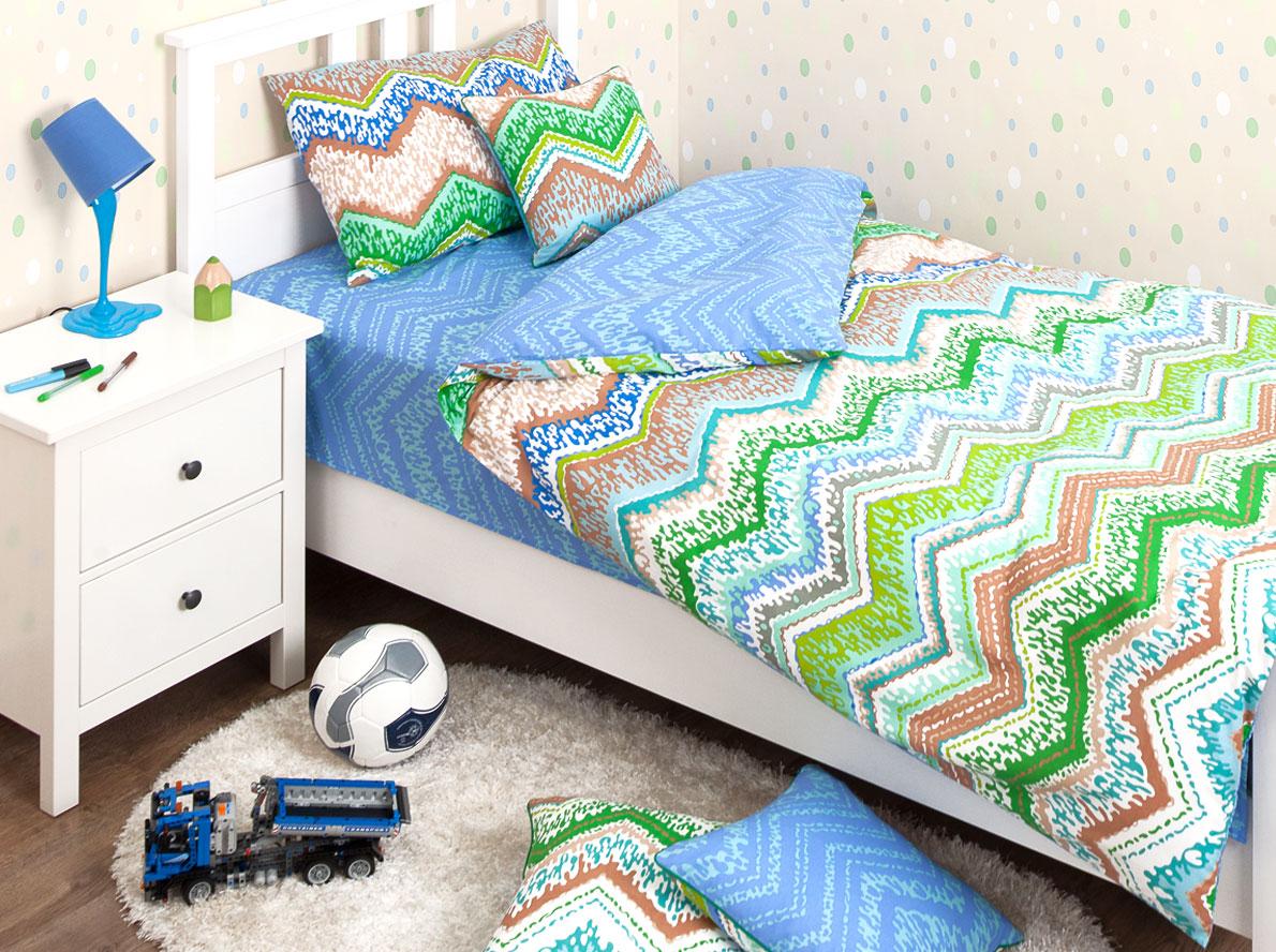 Хлопковый Край Комплект детского постельного белья Zigzag Green 1,5-спальный пододеяльник 205 см х 140 см3837Комплект детского постельного белья Хлопковый Край Zigzag Green, состоящий из наволочки, простыни и пододеяльника, выполнен из ранфорса. Комплект постельного белья украшен орнаментом в виде цветных зигзагов. Ранфорс - очень плотная ткань, получаемая в результате полотняного переплетения кручёных нитей хлопка. Несмотря на повышенную плотность, этот материал отличается необыкновенной мягкостью и шелковистой фактурой. Высокая плотность материала обеспечивает его долговечность и способность выдерживать многочисленные стирки на протяжении многих лет. Бельё при этом продолжает оставаться всё таким же ярким и привлекательным, поскольку ранфорс не линяет, не скатывается и не садится. Такой комплект идеально подойдет для кроватки вашего малыша. На нем ребенок будет спать здоровым и крепким сном.