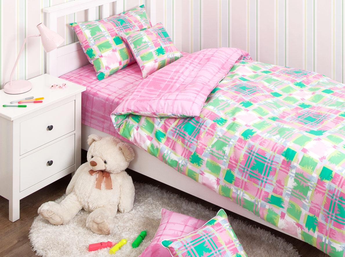 Хлопковый Край Комплект детского постельного белья Geometry Pink 1,5-спальный наволочка 70 см х 70 см531-105Комплект детского постельного белья Хлопковый Край Geometry Pink, состоящий из наволочки, простыни и пододеяльника, выполнен из ранфорса. Комплект постельного белья украшен изображением цветных квадратиков и полосок.Ранфорс - очень плотная ткань, получаемая в результате полотняного переплетения крученых нитей хлопка. Несмотря на повышенную плотность, этот материал отличается необыкновенной мягкостью и шелковистой фактурой. Высокая плотность материала обеспечивает его долговечность и способность выдерживать многочисленные стирки на протяжении многих лет. Белье при этом продолжает оставаться все таким же ярким и привлекательным, поскольку ранфорс не линяет, не скатывается и не садится.Такой комплект идеально подойдет для кроватки вашего малыша. На нем ребенок будет спать здоровым и крепким сном.