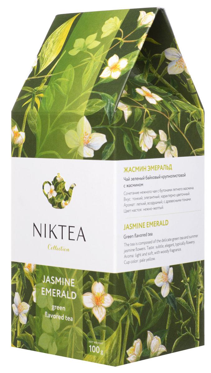 Niktea Jasmine Emerald зеленый листовой чай, 100 г80002-00Niktea Jasmine Emerald - сочетание нежного чая с бутонами летнего жасмина. Элегантная композиция с характерно цветочным ароматом и легкими древесными тонами в послевкусии.Коллекция NikTea разработана командой экспертов, имеющих богатый опыт в чайной индустрии. Во время ее создания выбирались самые надежные поставщики из Европы и стран происхождения чая, а в линейку включили не только топовые аутентичные позиции, но и новые интересные рецептуры в традициях современной чайной миксологии.NikTea - это действительно качественный чай. Для истинных ценителей мы предлагаем безупречное качество: отборное сырье, фасовку на высокотехнологичном производственном комплексе в России, постоянный педантичный контроль готового продукта, а также сертификацию сырья по международным стандартам.NikTea - это разнообразие. В линейках листового и пакетированного чаяпредставлены все основные группы вкусов - от классического черного и зеленого чая до ароматизированных, фруктовых и травяных композиций.NikTea - это стиль. Необычная упаковка с модным авторским дизайном создает яркий и запоминающийся стиль, а интересные коктейльные рецептуры дают возможность экспериментировать со вкусами.В листовой коллекции Niktea воплощена самобытность различных стран, яркие образы различных культур. Среди 6 купажей самобытных купажей каждый найдет свой любимый вкус для чаепития в любой ситуации - на работе, дома или в самых удаленных уголках планеты.Для такого чая мы создали и соответствующую упаковку: колоритный дизайн, удобный клапан с перфорацией для многократного использования, оригинальная по форме пачка с фольгированным герметичным пакетом, который сохраняет свежесть аромата и вкуса на долгое время.