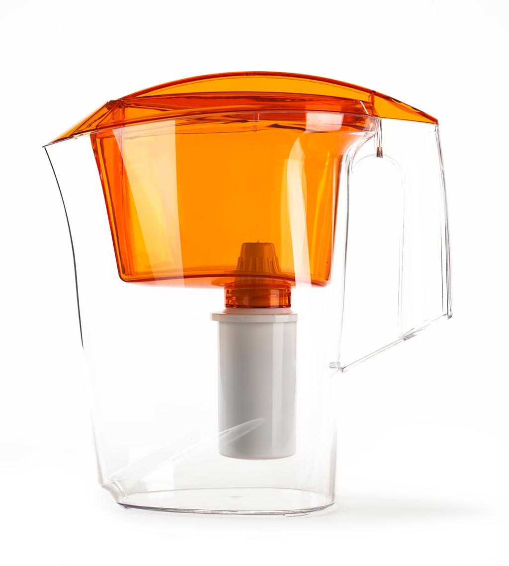 Фильтр-кувшин Гейзер Дельфин, цвет: оранжевыйВетерок 2ГФФильтр-кувшин Гейзер Дельфин. Предназначен для очистки холодной водопроводной, скважинной и колодезной воды от ржавчины, растворенного железа, тяжелых металлов, хлора, органических соединений и других примесей. Улучшает вкус и цвет воды, а также устраняет неприятные запахи. Эффективность очистки воды от основных примесей в зависимости от качества исходной воды составляет до 100 %. Не рекомендуется использовать фильтр-кувшин для очистки воды спревышением норм ПДК (предельно допусти¬мая концентрация) более чем в 3 раза. Преимущества Фильтра-кувшина Гейзер Дельфин: - Картридж с материалом Каталон (100% защита от вирусов). - Компактный размер. - Эргономичный дизайн. - Современный пищевой пластик. - Герметичная крышка. В комплекте картридж Гейзер 301. Ресурс 200 литров. Дополнительная информация: Общий объем кувшина: 3 л. Объем приемной воронки: 1,4 л. Полезный объем: 1,6 л. Температура очищаемой воды до +40 °С. Скорость очистки от 0,4 до 0,2 л/мин. Цвет: оранжевый.