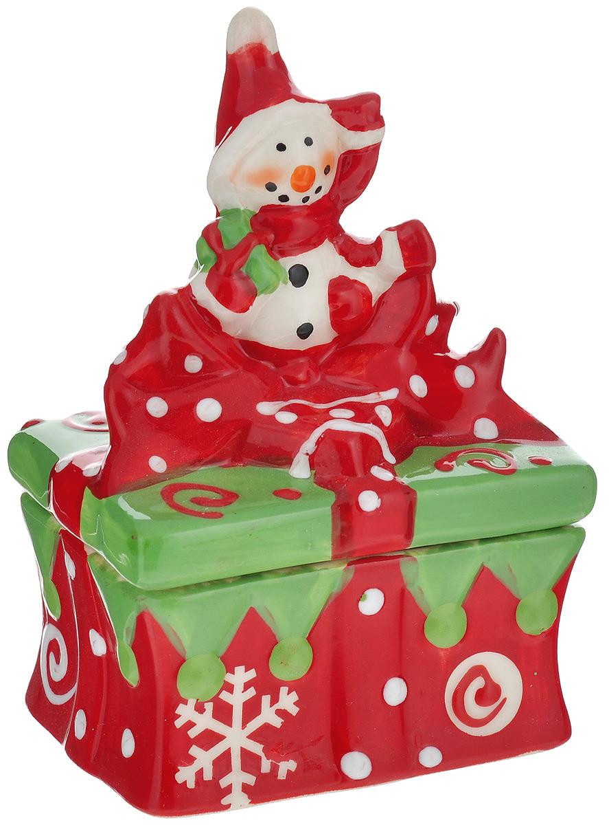 Конфетница House & Holder Снеговик, 9 х 7,5 х 12,5 см115510Конфетница House & Holder Снеговик изготовлена из высококачественной керамики и выполнена в форме снеговика. Изделие снабжено крышкой и прекрасно подходит для хранения и сервировки конфет. Такая конфетница станет отличным подарком к Новому году и порадует вас и ваших близких ярким дизайном.