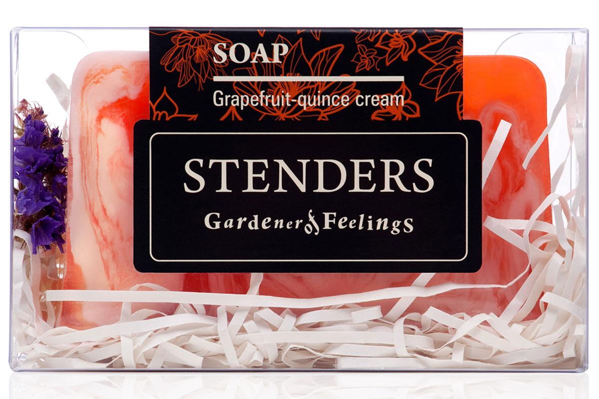 Stenders Мыло в коробке Грейпфрутовое, 115 гSISS02Ваше любимое мыло, упакованное в красивую коробку - готовое удивлять и радовать. Это мыло ручной работы бережно очистит вашу кожу. Содержащееся в нем эфирное масло грейпфрута, пробуждающее жизнерадостность, а также горький экстракт цидонии (айвы) украсят ваш день яркими красками. Для ежедневной заботы о вашей коже мы добавили в мыло нежный крем и ценное масло абрикосовых косточек.Грейпфрутовому эфирному маслу присуща солнечная и оживляющая сила, которая взбодрит как тело, так и дух. Кроме того, оно может помочь улучшить структуру вашей кожи. В экстракте солнечной цидонии (айвы) сокрыто множество минеральных веществ и витаминов, поэтому мы его добавляем и в свои продукты. Своим балансирующим эффектом он помогает жирной коже. Цидония (айва) взбодрит вас и улучшит настроение. Масло абрикосовой косточки богато витамином А и минеральными веществами, которые смягчают и увлажняют. С каждым прикосновением масло бережно ухаживает за вашей кожей, снижая риск появления морщинок. Масло абрикосовых косточек придаст коже здоровый и сияющий внешний вид. Глицерин – это органическое соединение с увлажняющим и смягчающим кожу воздействием. Кроме того, ему присуща способность привлекать влагу из воздуха. Дополнительное увлажнение и питание вашей коже обеспечит нежный крем. Мы включили его, поскольку знаем, как важно заботиться о хорошем самочувствии кожи.