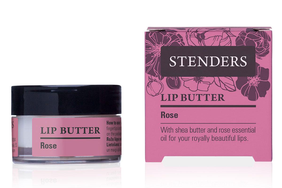 Stenders Масло для губ Роза, 7 гFS-36054Увлажняющее масло для губ «Роза» смягчит ваши губы и подарит им гладкость и нежность лепестка розы. Ощутите, как легко натуральное масло ши наносится на ваши губы, питая и успокаивая их. Пьянящий аромат розового эфирного масла унесет вас в королевский сад цветов, куда вам захочется вернуться вновь и вновь.0% минерального маслаМасло ши обладает свойством быстро впитываться в кожу, длительное время насыщая и защищая ее, делая кожу шелковисто-гладкой. Превосходно увлажняет, смягчает и восстанавливает кожу, а также задерживает ее старение.