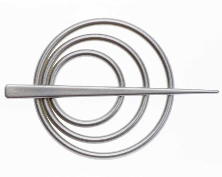Заколка для штор Goodliving, цвет: серый, 2 штCLP446Заколка для штор Goodliving выполнена из высококачественного пластика.Заколка - это основной вид фурнитуры в декоре штор, сочетающий в себе не только декоративную функцию, но и практическую - регулировать поток света. Заколки способны украсить любую комнату.Диаметр декоративной части: 9 см.Длина палочки: 13,5 см.