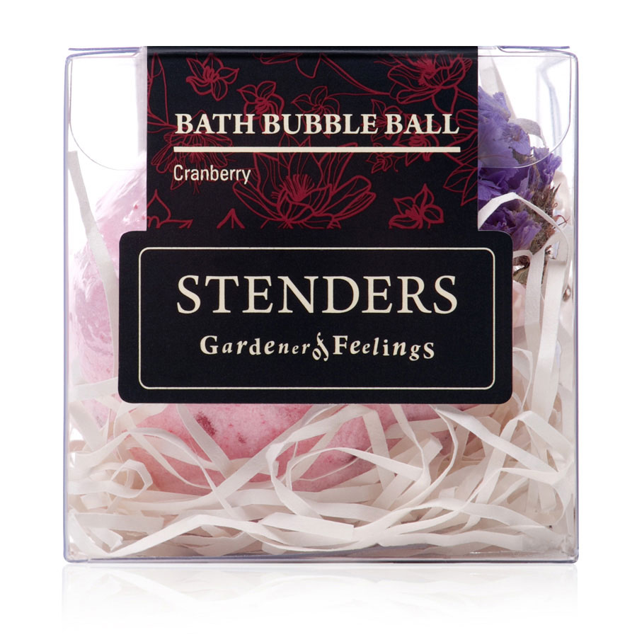 Stenders Бурлящий шар Клюквенный, 125 гL911Ваши любимые бурлящие шары, упакованные в красивую коробку - готовы удивлять и радовать. Этот изготовленный заботливыми руками бурлящий шар для ванны наполнит помещение бодрым ароматом алых ягод, напоминая вам о красоте северной природы. Пока вы наслаждаетесь купанием в ванне, морская соль взбодрит вашу кожу, масло виноградных косточек сделает ее мягкой и гладкой, а ценный экстракт клюквы поможет ей восстановиться. Утонченный дизайнерский аромат в сочетании с эфирным маслом можжевельника украсит помещение и вашу кожу запахами северного леса.Уникальный состав клюквы придает ее экстракту очень ценные свойства: он богат витамином С и антиоксидантами и стимулирует естественные процессы обновления кожи. Масло виноградных косточек особенно хорошо тем, что содержит ненасыщенные жирные кислоты в большой концентрации. Оно придаст жизненную силу вашей коже, тщательно увлажняя и смягчая ее. Кристаллы соли моря богаты ионами кальция, калия и натрия. Эти вещества очистят вашу кожу и укрепят ногти. Релаксирующая ванна с солью помогает регулировать уровень влаги в клетках, устраняя припухлость и снимая усталость.