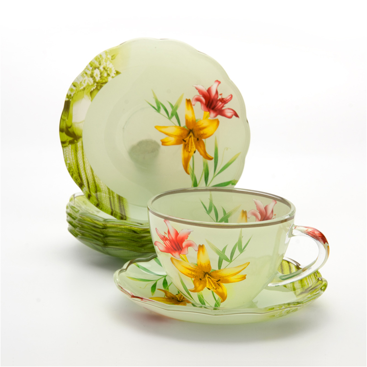Набор чайный Loraine, 12 предметов. 24121115510Чайный набор Loraine состоит из шести чашек и шести блюдец. Предметы набора изготовлены из высококачественного стекла. Изящные цветочные изображения придают набору стильный внешний вид. Чайный набор изысканного утонченного дизайна украсит интерьер кухни. Прекрасно подойдет как для торжественных случаев, так и для ежедневного использования.Набор упакован в подарочную картонную коробку золотистого цвета. Объем чашки: 200 мл. Диаметр чашки (по верхнему краю): 9,2 см. Высота стенки чашки: 6,5 см.Диаметр блюдца (по верхнему краю): 13,5 см.Высота блюдца: 2 см.