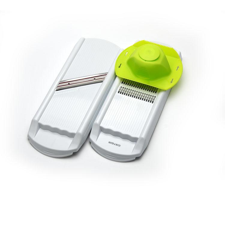 Терка многофункциональная Mayer & Boch. 23308115510Многофункциональная терка Mayer & Boch изготовлена из высококачественного пластика, что является весьма гигиеничным. Лезвия из нержавеющей стали, благодаря разным формам, позволят вам нарезать многие продукты. В комплект входят две терки и плододержатель, который жестко удерживает овощи и фрукты в рабочем положении и защищает руки от возможных порезов и повреждений. Наслаждайтесь приготовлением пищи с теркой Mayer & Boch.Размер терки: 32,5 см х 12,5 см х 2,5 см. Размер плододержателя: 12 см х 15 см х 5 см.