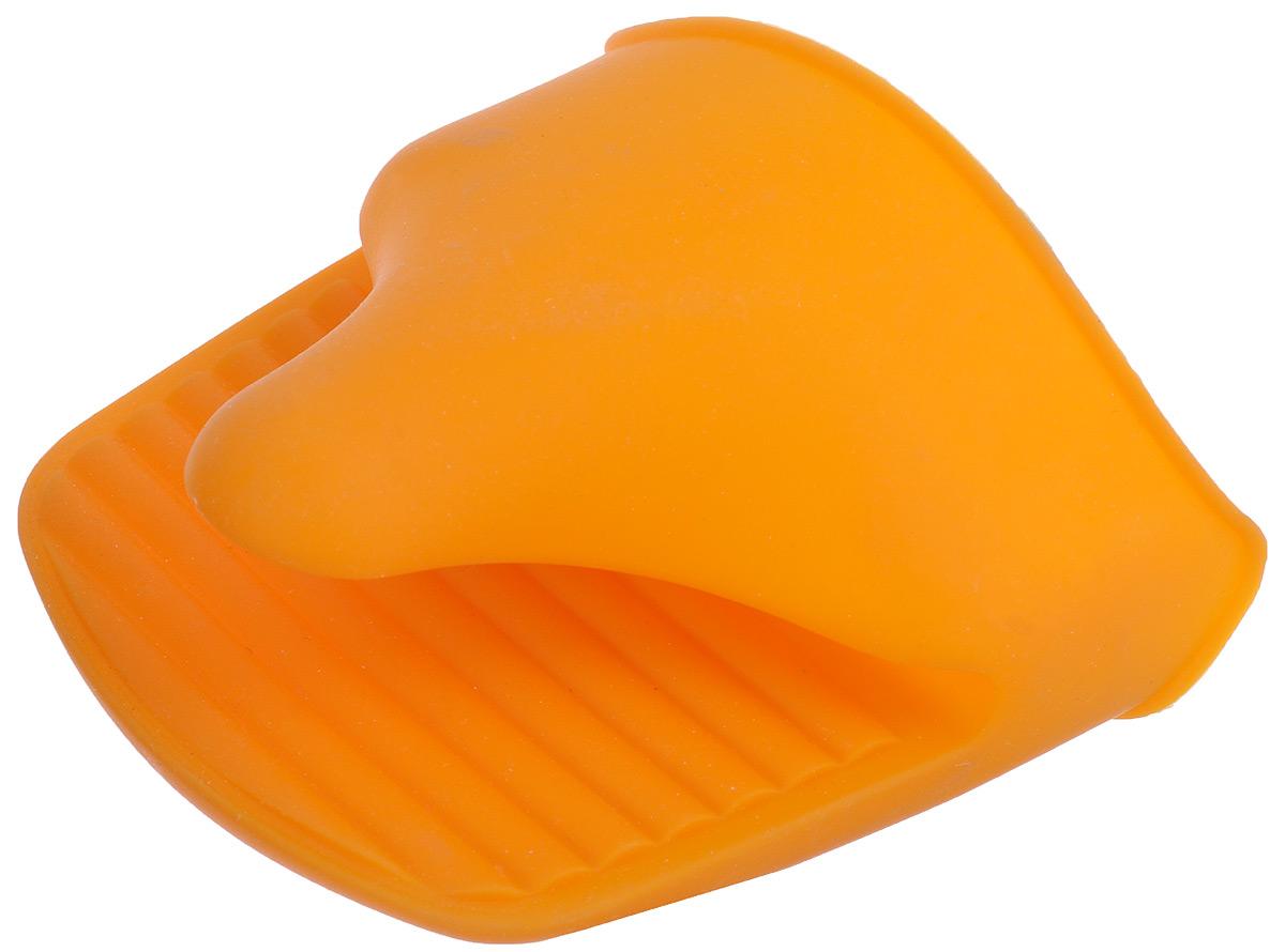 Прихватка Marmiton Vortex, силиконовая, цвет: оранжевый11053_оранжевыйСиликоновая прихватка Marmiton Vortex позволяет защитить ладонь и пальцы от нежелательного воздействия высоких температур. Ребристая поверхность предотвращает скольжение. С помощью такой рукавицы ваши руки будут защищены от ожогов, когда вы будете ставить в печь или доставать из нее выпечку.Можно мыть в посудомоечной машине. В комплект прилагается буклет с рецептами.
