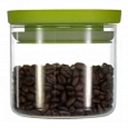 Банка для хранения Walmer Kristel, цвет: салатовый, прозрачный, 500 млVT-1520(SR)Банка для хранения Walmer Kristel изготовлена из высококачественного стекла. Банка плотно закрывается пластиковой крышкой. Силиконовая прослойка обеспечивает герметичность и долгое хранение продуктов, а также защищает от попадания влаги. В такой банке удобно хранить сыпучие продукты, например, крупы, сахар, орехи, макароны или сухофрукты. Банка станет отличным дополнением к коллекции кухонных аксессуаров и поможет эффективно организовать пространство на кухне. Можно мыть в посудомоечной машине и использовать в микроволновой печи.