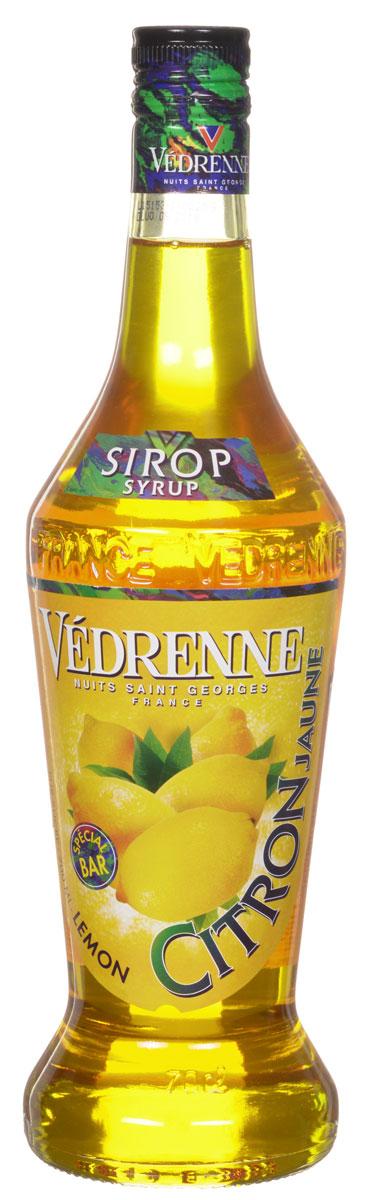 Vedrenne Лимон сироп, 0,7 лSVDRPV-070B01Сироп Лимон — это популярное лакомство, которое используют кулинары и баристы со всего мира. Такой продукт прекрасно сочетается со многими напитками, так что его можно добавлять в кофе, холодный чай, газированную воду, компоты, а также применять для приготовления слоистых коктейлей (алкогольных или безалкогольных). Сироп Лимон используется хозяйками и для украшения выпечки — например: тортов, кексов, пирожных и пудингов.Сиропы изготавливаются на основе натурального растительного сырья, фруктовых и ягодных соков прямого отжима, цитрусовых настоев, а также с использованием очищенной воды без вредных примесей, что позволяет выдержать все ценные и полезные свойства натуральных фруктово-ягодных плодов и трав. В состав сиропов входит только натуральный сахар, произведенный по традиционной технологии из сахарозы. Благодаря высокому содержанию концентрированного фруктового сока сиропы Vedrenne обладают изысканным ароматоми натуральным вкусом, являются эффективным подсластителем при незначительной калорийности. Они оптимизируют уровень влажности и процесс кристаллизации десертов, хорошо смешиваются с другими ингредиентами и способствуют улучшению вкусовых качеств напитков и десертов. Сиропы Vedrenne разливаются в стеклянные бутылки с яркими этикетками, на которых изображен фрукт, ягода или другой ингредиент, определяющий вкусовые оттенки того или иного продукта Vedrenne. Емкости с сиропами Vedrenne герметичны и поэтому не позволяют содержимому контактировать с микроорганизмами и другими губительными внешними воздействиями. Кроме того, стеклянные бутылки выглядят оригинально и стильно. В настоящее время компания Vedrenne считается одним из лучшихпроизводителей высококлассных сиропов, отличающихся натуральным вкусом, а также насыщенным ароматом и глубокимцветом. Фруктовые сиропы Vedrenne пользуются большой популярностью не только во Франции (где их широко используют как в сегменте HoReCa, так и в домашних условиях), но и экспортируются б