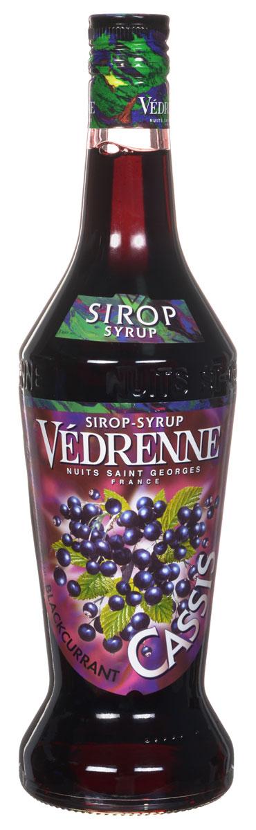 Vedrenne Черная Смородина сироп, 0,7 л0120710Сироп Черная смородина освежит кофе, мороженое, холодный чай, лимонад, компоты и коктейли.Сиропы изготавливаются на основе натурального растительного сырья, фруктовых и ягодных соков прямого отжима, цитрусовых настоев, а также с использованием очищенной воды без вредных примесей, что позволяет выдержать все ценные и полезные свойства натуральных фруктово-ягодных плодов и трав. В состав сиропов входит только натуральный сахар, произведенный по традиционной технологии из сахарозы. Благодаря высокому содержанию концентрированного фруктового сока, сиропы Vedrenne обладают изысканным ароматом и натуральным вкусом, являются эффективным подсластителем при незначительной калорийности. Они оптимизируют уровень влажности и процесс кристаллизации десертов, хорошо смешиваются с другими ингредиентами и способствуют улучшению вкусовых качеств напитков и десертов.Сиропы Vedrenne разливаются в стеклянные бутылки с яркими этикетками, на которых изображен фрукт, ягода или другой ингредиент, определяющий вкусовые оттенки того или иного продукта Vedrenne. Емкости с сиропами Vedrenne герметичны, поэтому не позволяют содержимому контактировать с микроорганизмами и другими губительными внешними воздействиями. Кроме того, стеклянные бутылки выглядят оригинально и стильно.В настоящее время компания Vedrenne считается одним из лучших производителей высококлассных сиропов, отличающихся натуральным вкусом, а также насыщенным ароматом и глубокимцветом. Фруктовые сиропы Vedrenne пользуются большой популярностью не только во Франции (где их широко используют как в сегменте HoReCa, так и в домашних условиях), но и экспортируются более чем в 50 стран мира.Цвет: глубокий черничныйАромат: натуральный, яркий, душистый с тонами свежих ягод смородиныВкус: приятный, гармоничный вкус с характерной кислинкойРецепт коктейля Берри ГрапИнгредиенты:30 мл сиропа Vedrenne Черная Смородина;80 мл сока красного винограда;30 г пюре ежевики;10 мл сока лимона;лёд.Способ при