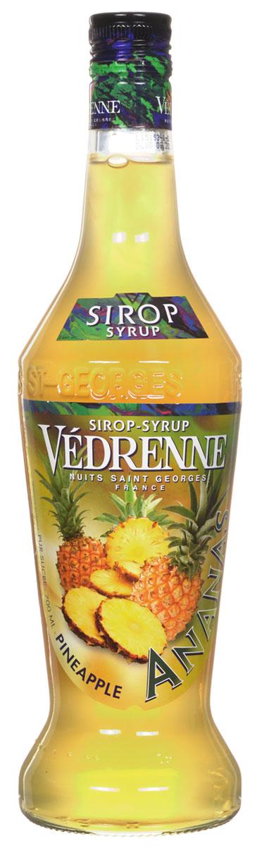 Vedrenne Ананас сироп, 0,7 лSVDRAP-070B01Сироп Ананас — это аппетитная вкусовая добавка, которая придаст Вашему любимому лакомству яркие оттенки экзотического фрукта. Ананасовый сироп является излюбленным продуктом многих хозяек, ведь он часто используется при приготовлении различных видов выпечки, которую делает особенно вкусной. Кроме того, сироп Ананас нередко применяется для украшения мороженого, добавляется в кофе, холодный чай, коктейли, компоты и лимонад.Для приготовления сиропа Ананас используются фруктовая мякоть, сахарный сироп и вода, которые смешиваются в определенных пропорциях, но, конечно, главную роль, при формировании соблазнительного букета вкусовой добавки, играет сам ананас. Из его сочных плодов выжимается сок, который в компании сладкой приправы и кристально чистой воды проходит бережную обработку, постепенно превращаясь в аппетитный десерт с приятной тягучей структурой.Сиропы изготавливаются на основе натурального растительного сырья, фруктовых и ягодных соков прямого отжима, цитрусовых настоев, а также с использованием очищенной воды без вредных примесей, что позволяет выдержать все ценные и полезные свойства натуральных фруктово-ягодных плодов и трав. В состав сиропов входит только натуральный сахар, произведенный по традиционной технологии из сахарозы. Благодарявысокому содержанию концентрированного фруктового сока, сиропы Vedrenne обладают изысканным ароматоми натуральным вкусом, являются эффективным подсластителем при незначительной калорийности. Они оптимизируют уровень влажности и процесс кристаллизации десертов, хорошо смешиваются с другими ингредиентами и способствуют улучшению вкусовых качеств напитков и десертов.Сиропы Vedrenne разливаются в стеклянные бутылки с яркими этикетками, на которых изображен фрукт, ягода или другой ингредиент, определяющий вкусовые оттенки того или иного продукта Vedrenne. Емкости с сиропами Vedrenne герметичны, поэтому не позволяют содержимому контактировать с микроорганизмами и другими губительными внешни