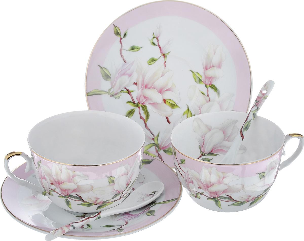 Набор чайный Elan Gallery Магнолия, цвет: белый, светло-сиреневый, 6 предметов115510Чайный набор Elan Gallery Магнолия, изготовленный из высококачественной керамики, состоит из двух чашек, двух блюдец и двух ложек. Предметы набора оформлены яркими изображениями цветов и имеют элегантный внешний вид. Чайный набор Elan Gallery Магнолия украсит ваш кухонный стол, а также станет замечательным подарком к любому празднику. Объем чашки: 250 мл.Диаметр чашки (по верхнему краю): 9,5 см.Диаметр дна чашки: 4,5 см.Высота чашки: 6,2 см.Диаметр блюдца: 15,5 см.Высота блюдца: 2 см.Размер рабочей поверхности ложки: 4 см х 2,5 см х 1 см.Длина ложки: 12 см.