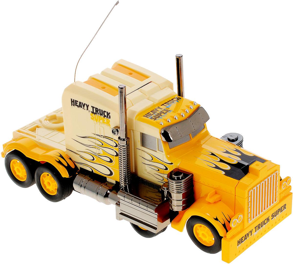 """Машина-трансформер на радиоуправлении Zhorya """"Автоагент"""" обязательно привлечет внимание и взрослого, и ребенка, и несомненно понравится любому мальчишке. Игрушка выполнена в виде грузовика, который нажатием кнопки трансформируется в боевого робота. Модель изготовлена из прочного пластика, имеет прорезиненные колесики, которые обеспечивают надежное сцепление с поверхностью, и дополнена лампочками со световыми эффектами. Игрушка может вращаться на 360°, она двигается вперед, дает задний ход, поворачивает влево и вправо, останавливается. Игрушка также дополнена звуковыми эффектами. Пульт имеет эргономичные ручки, благодаря чему его удобно держать. Ваш ребенок часами будет играть с моделью, придумывая различные истории и устраивая соревнования. Порадуйте его таким замечательным подарком! Пульт управления работает на частоте 27 MHz. Игрушка работает от сменного аккумулятора (входит в комплект). Для работы пульта управления необходимо докупить 2 батарейки..."""