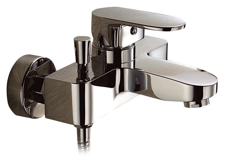 Смеситель для ванны/душа Gro Welle Mandarine. MDR72168/5/1Смеситель для ванны и душа Gro Welle Mandarin сочетает в себе отличные эксплуатационные характеристики и оригинальный дизайн. Керамический картридж Sedal 40 мм (Испания) - надежный рабочий элемент, выдерживающий давление более 3,5 Атм. Рассчитан на беспрерывную работу в 150 000 циклов - это примерно 30 лет эксплуатации. Аэратор Neoperl Cascade (США) изготовлен из высококачественного пластика, благодаря чему на нем не образуется налет. Водная струя насыщается воздухом, становится ровной и без брызг. Тело смесителя отлито из высококачественной, безопасной для здоровья пищевой латуни. Хромоникелевое покрытие Crystallight придает изделию яркий металлический блеск и эстетичный внешний вид. Имеет водоотталкивающие свойства, благодаря которым защищает тело смесителя. Устойчив к кислотным и щелочным чистящим средствам. Включение душа происходит вытяжением кнопки, если давление воды падает ниже 0,3 бар, кнопка самостоятельно возвращается в первоначальное положение, и вода уже течет через излив смесителя. Смеситель Gro Welle Mandarine эргономичен, прост в монтаже и удобен в использовании. В комплект входит: смеситель, набор для монтажа.Длина излива смесителя: 10,7 см.Гарантийный срок на смеситель (за исключением шлангов, резиновых сальников и прокладок) составляет 7 лет с момента продажи. Гарантийный срок на шланги, сальники и прокладки - 1 год.