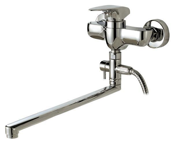 Смеситель для ванны/душа Gro Welle ДИ Pfeffer. PFF72268/5/3Смеситель для ванны и душа Gro Welle Preffer сочетает в себе отличныеэксплуатационные характеристики и оригинальный дизайн. Керамический картридж Sedal 35 мм(Испания) - надежный рабочий элемент, выдерживающийдавление более 3,5 Атм. Рассчитан на беспрерывную работу в 1500000 циклов - это примерно 30лет эксплуатации. Аэратор Neoperl Cascade(США) изготовлен из высококачественного пластика,благодаря чему на нем не образуется налет. Водная струя насыщается воздухом, становитсяровной и без брызг. Тело смесителя отлито из высококачественной, безопасной для здоровьяпищевой латуни. Хромоникелевое покрытие Crystallight придает изделию яркий металлическийблеск и эстетичный внешний вид. Имеет водоотталкивающиесвойства, благодаря которым защищает тело смесителя. Устойчив к кислотным и щелочнымчистящим средствам.Смеситель Gro Welle Preffer эргономичен, прост в монтаже и удобен в использовании. В комплект входит: смеситель, набор для монтажа.Длина излива смесителя: 35 см.Гарантийный срок на смеситель (за исключением шлангов, резиновых сальников и прокладок)составляет 7 лет с момента продажи. Гарантийный срок на шланги, сальники и прокладки - 1год.