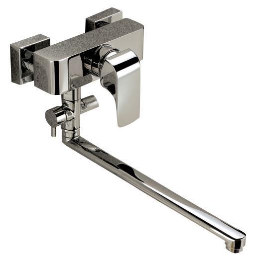 Смеситель для ванны/душа Gro Welle ДИ Rube. RBE72268/5/3Смеситель для ванны и душа Gro Welle Rube сочетает в себе отличные эксплуатационные характеристики и оригинальный дизайн. Керамический картридж Sedal 40 мм (Испания) - надежный рабочий элемент, выдерживающий давление более 3,5 Атм. Рассчитан на беспрерывную работу в 1500000 циклов - это примерно 30 лет эксплуатации. Аэратор Neoperl Cascade (США) изготовлен из высококачественного пластика, благодаря чему на нем не образуется налет. Водная струя насыщается воздухом, становится ровной и без брызг. Тело смесителя отлито из высококачественной, безопасной для здоровья пищевой латуни. Хромоникелевое покрытие Crystallight придает изделию яркий металлический блеск и эстетичный внешний вид. Имеет водоотталкивающие свойства, благодаря которым защищает тело смесителя. Устойчив к кислотным и щелочным чистящим средствам. Смеситель Gro Welle Rube эргономичен, прост в монтаже и удобен в использовании. В комплект входит: смеситель, набор для монтажа.Длина излива смесителя: 35,5 см.Гарантийный срок на смеситель (за исключением шлангов, резиновых сальников и прокладок) составляет 7 лет с момента продажи. Гарантийный срок на шланги, сальники и прокладки - 1 год.