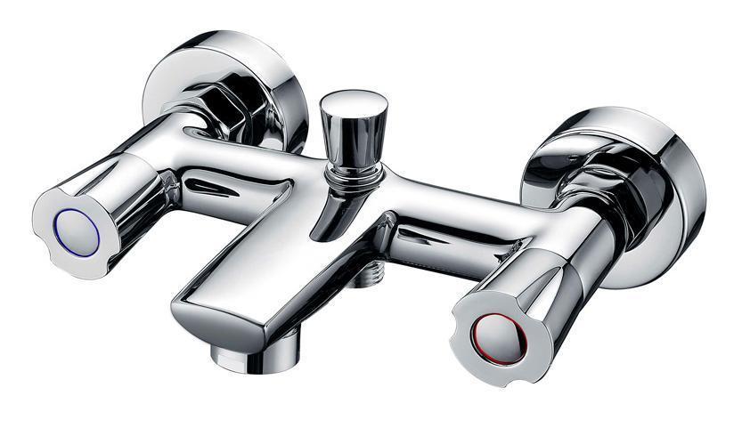 Смеситель для ванны/душа Gro Welle Mango. MNG721BL505Смеситель для ванны и душа Gro Welle Mango сочетает в себе отличные эксплуатационные характеристики и оригинальный дизайн. Керамические кран-буксы Hunt (Испания) обеспечивают точную регулировку температуры воды за счет максимального поворота на 180°. Аэратор Neoperl Cascade (США) изготовлен из высококачественного пластика, благодаря чему на нем не образуется налет. Водная струя насыщается воздухом, становится ровной и без брызг. Тело смесителя отлито из высококачественной, безопасной для здоровья пищевой латуни. Хромоникелевое покрытие Crystallight придает изделию яркий металлический блеск и эстетичный внешний вид. Имеет водоотталкивающие свойства, благодаря которым защищает тело смесителя. Устойчив к кислотным и щелочным чистящим средствам. Смеситель Gro Welle Mango эргономичен, прост в монтаже и удобен в использовании. В комплект входит: смеситель, набор для монтажа.Длина излива смесителя: 12,5 см.Гарантийный срок на смеситель (за исключением шлангов, резиновых сальников и прокладок) составляет 7 лет с момента продажи. Гарантийный срок на шланги, сальники и прокладки - 1 год.